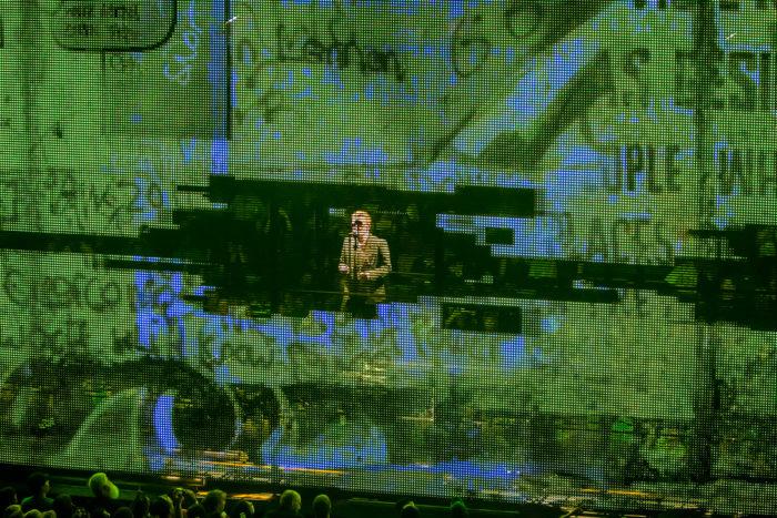 U2 2015-06-06-38-7138