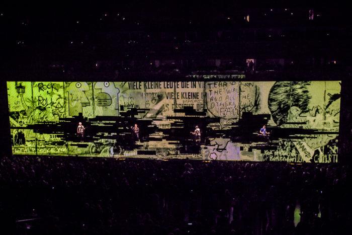 U2 2015-06-06-39-6664